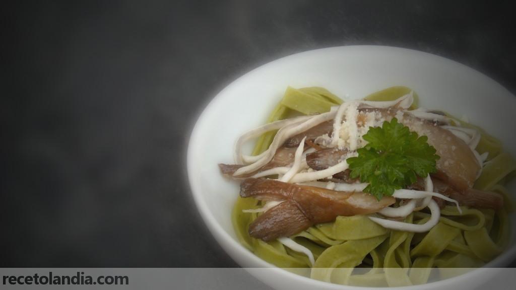 Receta de tagliatelle de espinacas al ajillo con setas y - Setas cultivadas al ajillo ...