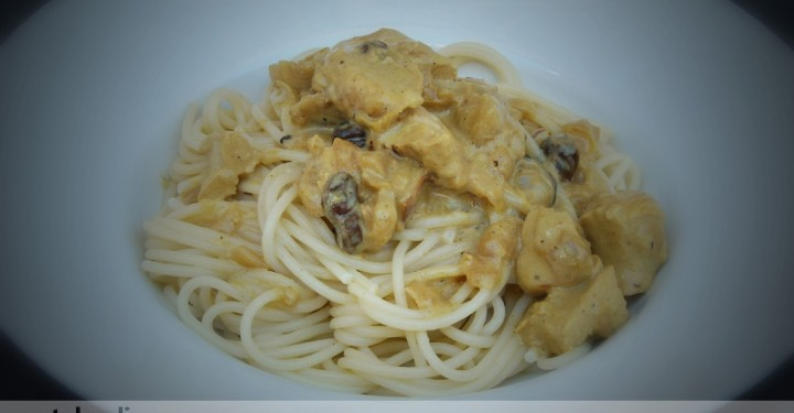 Spaghetti con pollo al curry