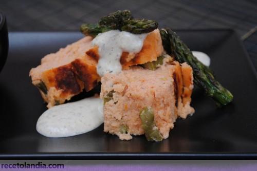 Pastel de salmón con espárragos