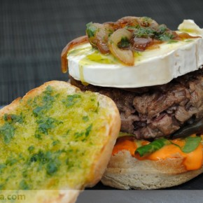 Hamburguesa con mayonesa de piquillos