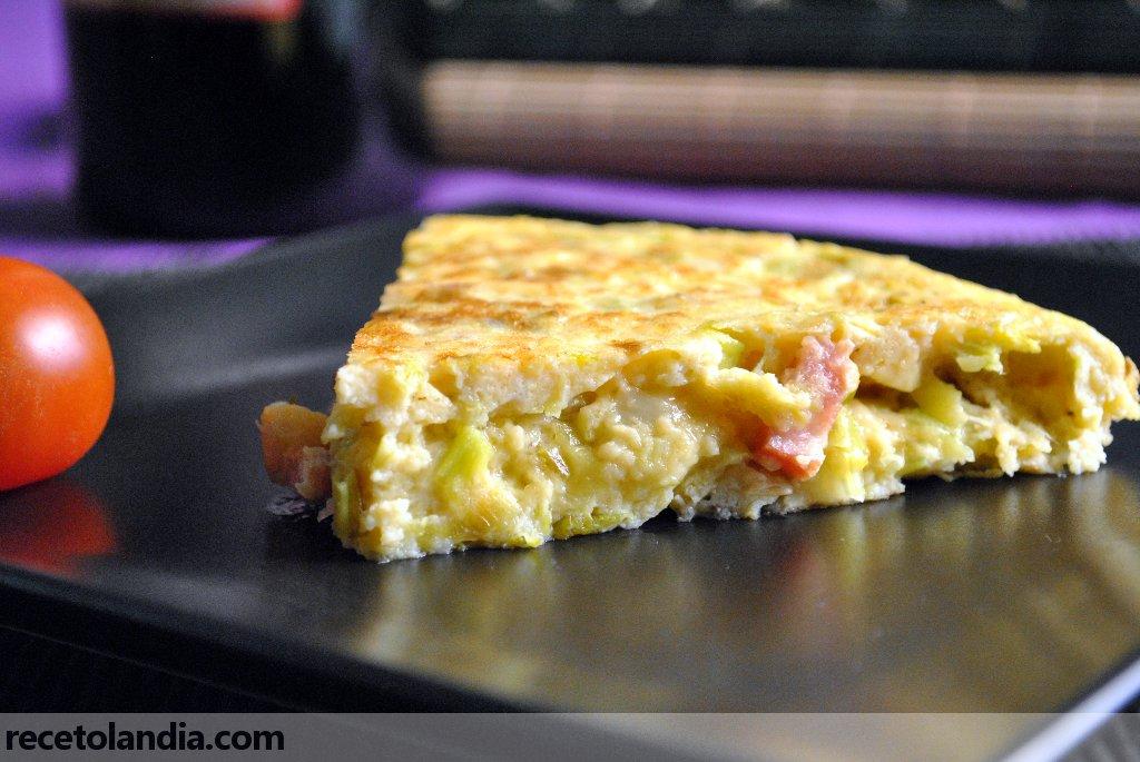 Tortilla de puerros, bacon y parmesano