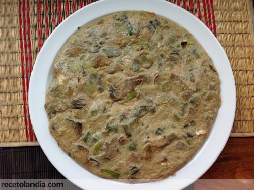 Tortilla de alcachofas, habas y ajetes